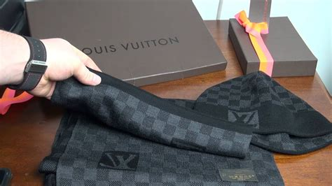 Louis Vuitton Damier Graphite Wool Scarf and Hat - YouTube