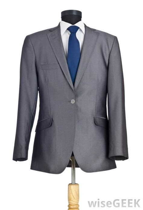 What is Cocktail Attire? (with pictures)